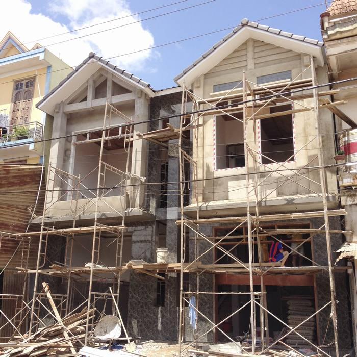 Hình ảnh thi công nhà biệt thự mini mặt tiền phố mái ngói mặt tiền 9m dài sâu 6m