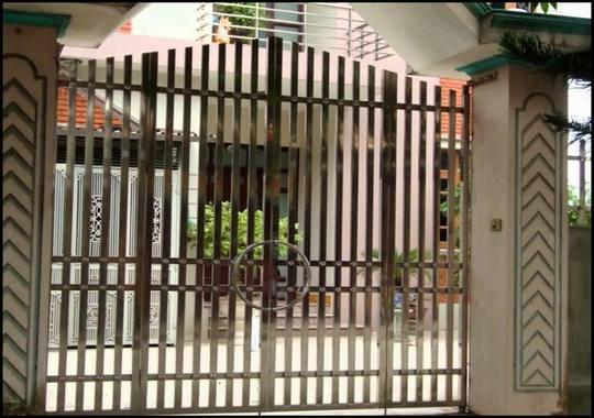 cổng 4 cánh đơn giản