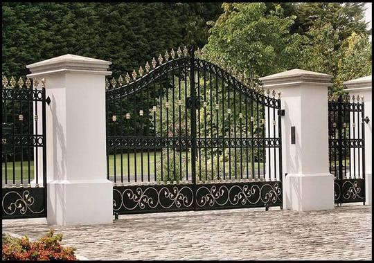 Mẫu cổng sắt hợp mỹ thuật đơn giản