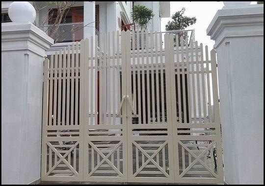 Cổng nhà 2 tầng 4 cánh sắt