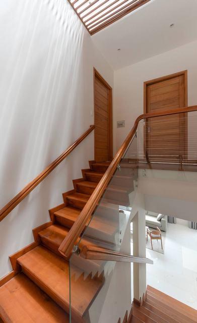 Cầu thang gỗ nhà anh Trường