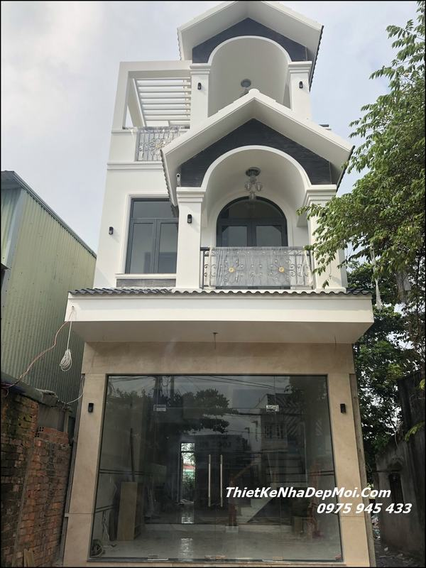 nhà 1 trệt 2 lầu sân thượng mái thái 2021