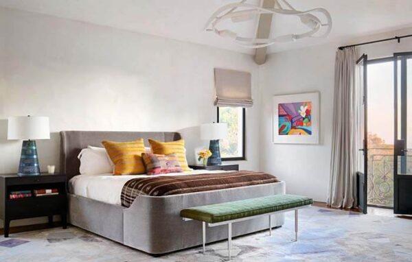 Phòng ngủ sang trọng với cách bày trí tinh gọn